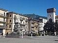 Piazza del Grano con il monumento a Mario Cermenati.jpg