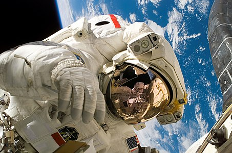 Piers Sellers spacewalk.jpg