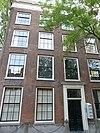 foto van Statig herenhuis met rechte kroonlijst met metopen