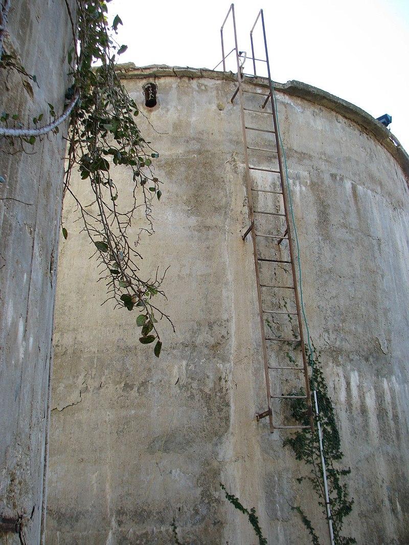 מגדל המים הדרומי בחבצלת השרון