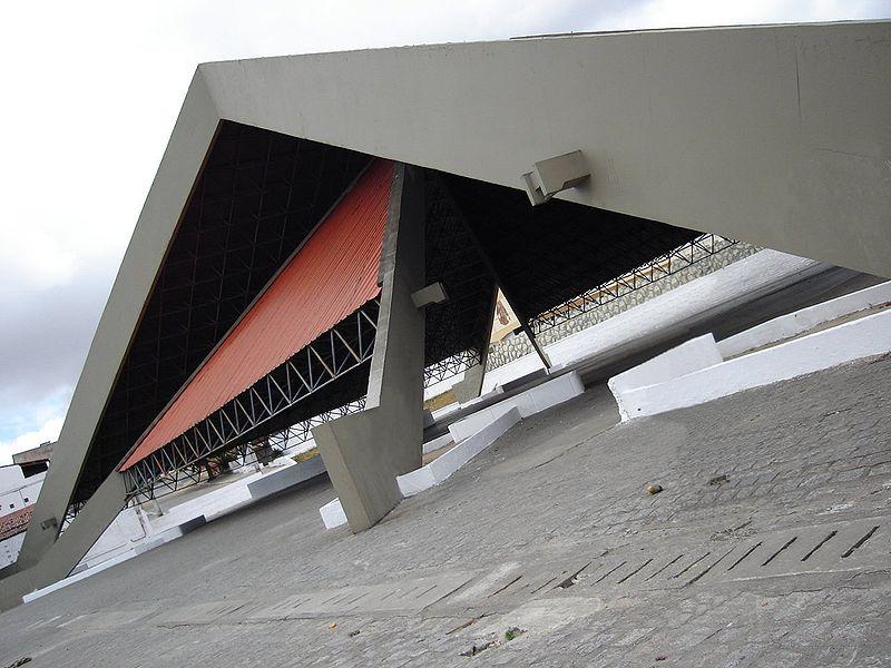 Ficheiro:Pirâmide do Parque do Povo Campina Grande.jpg