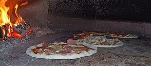 Pizza im Pizzaofen von Maurizio.jpg