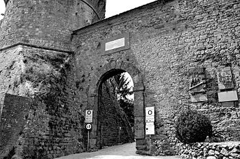 Porta a Selci a Volterra.jpg