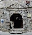 Porte du château de Saint-Beauzély.jpg