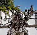 Portugalia Braga sanktuarium kosciol jezusa na wzgorzu histore obrazujace grzechy 04.jpg
