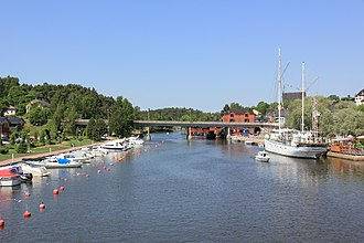 The Porvoo River (Porvoonjoki) in the medieval town of Porvoo, Finland Porvoon uusisilta 1.JPG