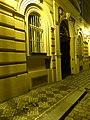 Praha-Nové Město, Helmova 3, narušená dlažba chodníku.jpg
