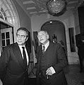 Premier Den Uyl ontvangt de voorzitter Europese Commissi Francois Xavier Ortoli , Bestanddeelnr 926-7630.jpg
