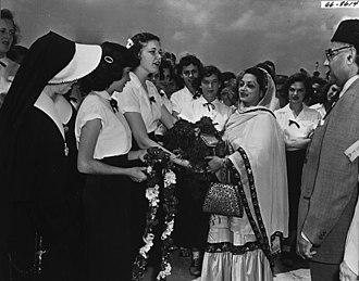Liaquat Ali Khan's state visit to the United States - Liaquat Ali Khan and First Lady Ra'ana Liaquat Ali Khan are welcomed at New Orleans Airport. Garlands of flowers presented by the American public greet Prime Minister Ali Khan and his wife.