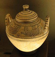 pyxis with birds. Orientalizing pottery