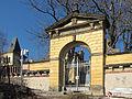 Radebeul Wettinhöhe2012 Einfriedung Tor Wappen.jpg
