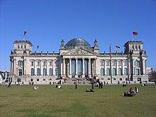 Reichstag exterior 317.JPG