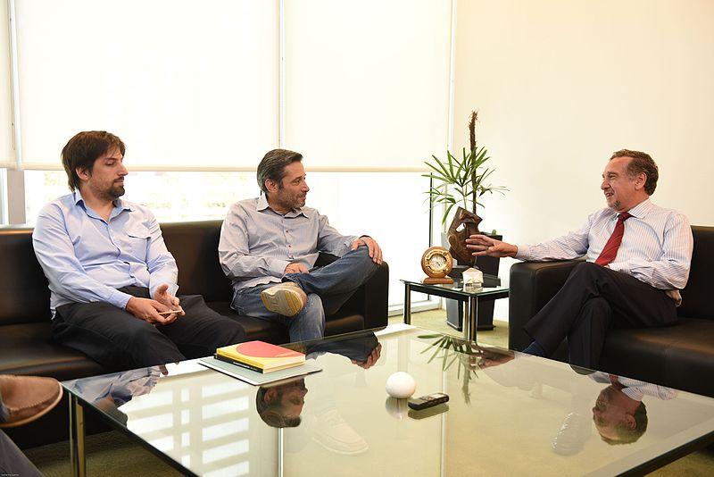 File:Reunión con el Ministro Barañao - Víctor Santa María (16457484067).jpg