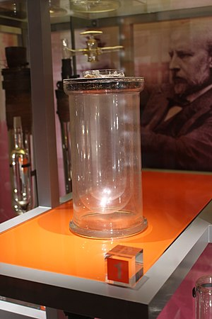 James Dewar - James Dewar's vacuum flask in the museum of the Royal Institution