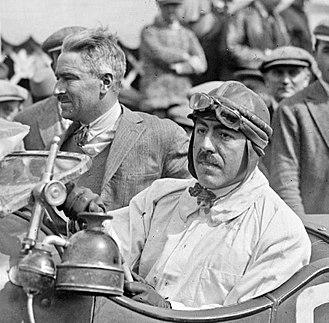 1926 24 Hours of Le Mans - Image: Robert Bloch (G.) et André Rossignol (D.) aux 24 Heures du Mans 1926 (cropped)