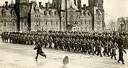 Royal 22e régiment, défilant devant le Parlement d'Ottawa