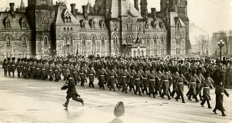 Royal 22nd Regiment - The Royal 22nd Regiment parading on Parliament Hill in Ottawa in 1927