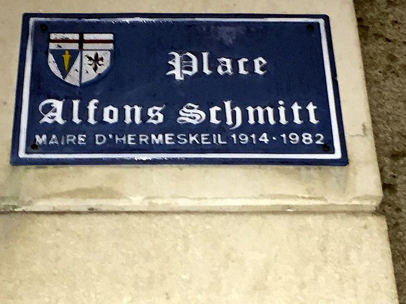 Rue Alphons-Schmitt à Saint-Fargeau: Alphons Schmitt était le maire de la ville jumelée avec Saint-Fargeau.