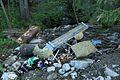 Søppel helt nedover dalsida til Olterudelva i Øverskreien på Toten - Norway.jpg