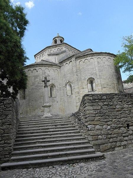 Chevet de l'église Saint-Martin de Saint-Martin-de-Londres (34).