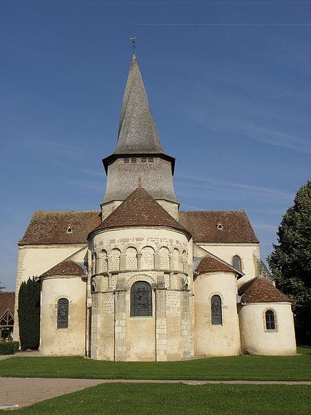 Chevet de la collégiale Saint-Austrégésile de Saint-Outrille (18).