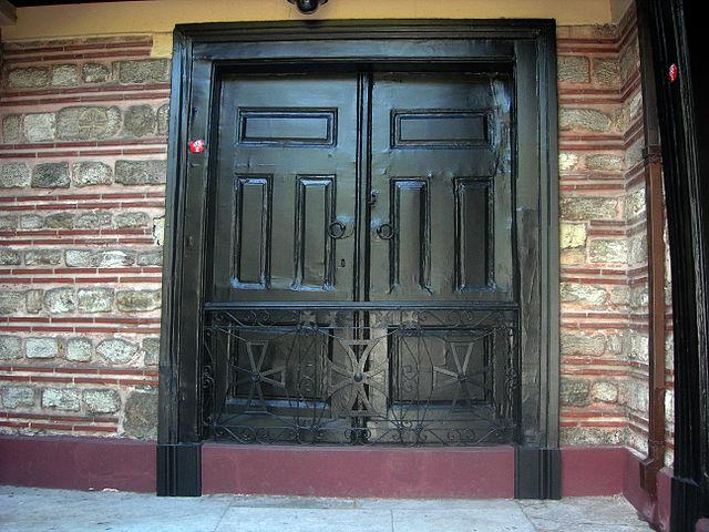 http://upload.wikimedia.org/wikipedia/commons/thumb/0/08/Saint_Peter_Gate_01.jpg/640px-Saint_Peter_Gate_01.jpg?uselang=ru