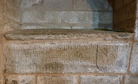 Sepulchre of Alvaro Paz Carneiro, church of St. Mary 'A Nova' in Noia, 'who died in the Mortality, August 15, 1348' Sartego de Alvaro Paz Carneiro en Noia.JPG