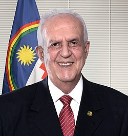 https://upload.wikimedia.org/wikipedia/commons/thumb/0/08/Senadores_da_56%C2%AA_Legislatura_%2846149533705%29.jpg/250px-Senadores_da_56%C2%AA_Legislatura_%2846149533705%29.jpg