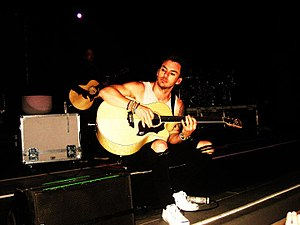 """Shannon Leto - Leto performing """"L490"""" during the Into the Wild Tour in May 2010"""