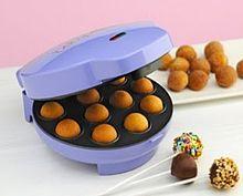 Существует несколько видов кейк-попсов: traditional cake pops — представляют собой классическую смесь крема и бисквитных крошек. Molded cake pops — делаются из той же традиционной бисквитно-кремовой смеси, отличите в том, что используются.