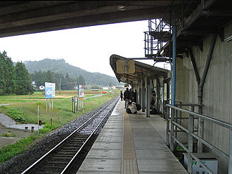 Shin-Hanamaki Station - View of the Kamishi Line platform looking west, October 2006