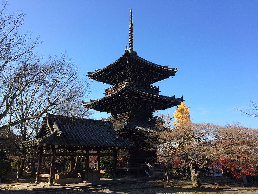 Shinshō-gokuraku-ji Temple Three-storied Pagoda
