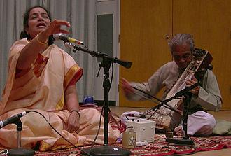 Jaipur-Atrauli gharana - Singer Shruti Sadolikar accompanied by Anant Kunte on sarangi (2007)