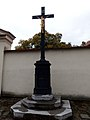 Slavkov u Brna, kříž u hřbitova.jpg