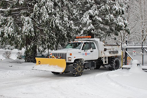 Snowplow-equipped truck fitted with two types of tire chains, TriMet 2008