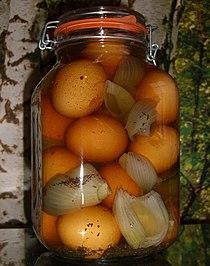 Soleier zwiebeln glas gewuerzsole salz.jpg
