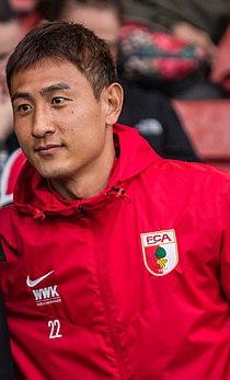 Southampton FC versus FC Augsburg (36320247176) (Ji Dong-Won).jpg