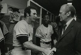 Sparky Lyle and Gerald Ford (cropped)