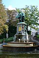 Square du Petit Sablon - Statue centrale front HDR.JPG