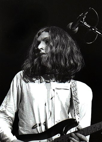Steve Winwood performing with Traffic, 1969 Steve Winwood with Traffic.jpg