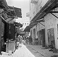 Straatje met winkels; vooraan links een slagerij (255-0041).jpg