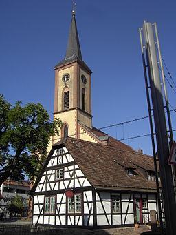 Stutensee Blankenloch Hermannshaeusle und Kirche