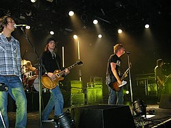 Da sinistra a destra: Jerome Fontamillas, Chad Butler (background), Drew Shirley, Jon Foreman, Tim Foreman