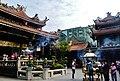 Taipeh Longshan-Tempel Zweiter Hof 1.jpg