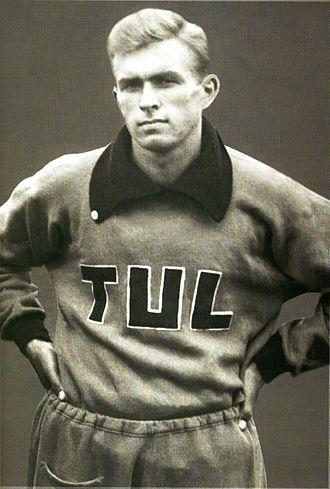 Tapio Rautavaara - Rautavaara at the 1937 Workers' Olympiads in Antwerp