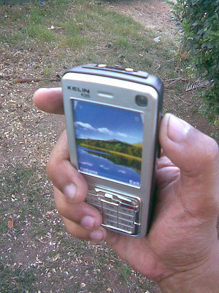 Taser disguised as a cell phone By AnelGTR (Own work) [GFDL (https://www.gnu.org/copyleft/fdl.html) or CC BY-SA 3.0 (https://creativecommons.org/licenses/by-sa/3.0)], via Wikimedia Commons