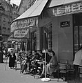 Terras van Café le Métro aan de Place Maubert, Bestanddeelnr 254-0448.jpg