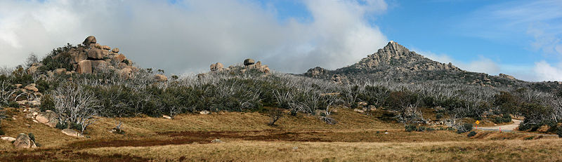 File:The Horn Pano, Mt Buffalo Nat Pk, jjron, 1.4.2011.jpg