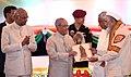 The President, Shri Pranab Mukherjee felicitating the Freedom Fighter, on the occasion of the Centenary of Mahatma Gandhi's Champaran Satyagraha, at Patna, in Bihar.jpg