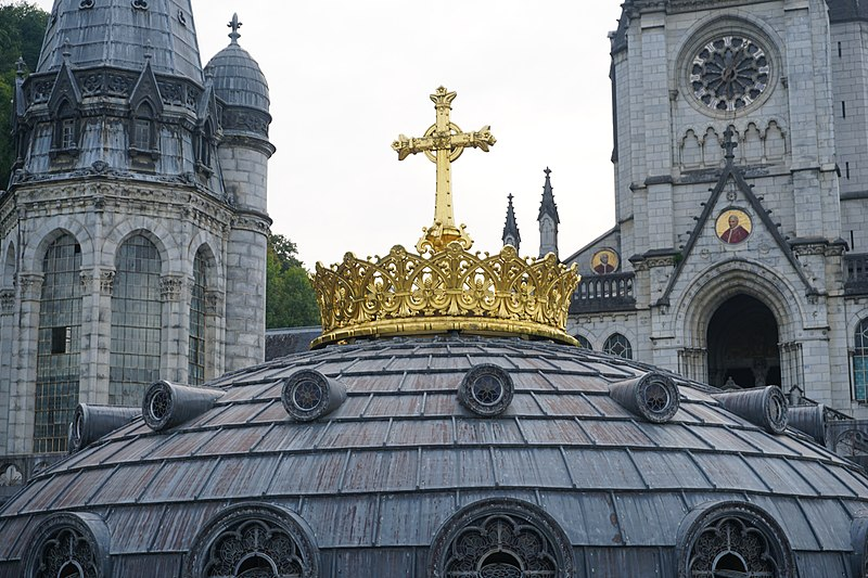 File:The gold crown atop the roof of the Basilica of Our Lady of the Rosary of Lourdes.jpg